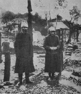 «Κουλάκοι ενάντια στην κολεκτιβοποίηση: ερείπια ενός αγροτικού σπιτιού στην Βαλμάσκα (Ουκρανία) που ανήκε σε έναν κολχόζνικο αγρότη, το οποίο κάηκε από τους κουλάκους.»