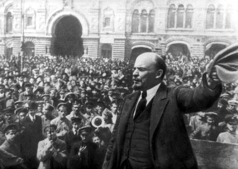 Ο Λένιν απευθύνεται στους εργάτες και στρατιώτες