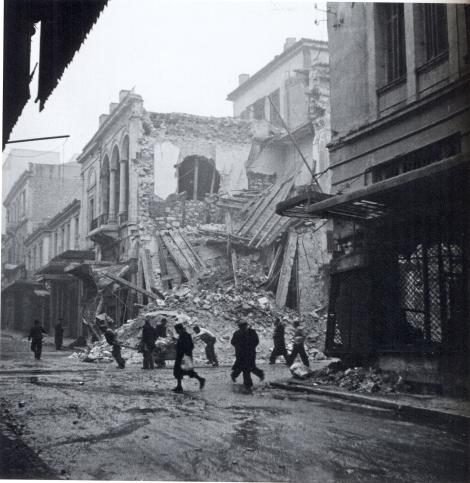 Από τις βομβαρδισμένες γειτονιές της Αθήνας